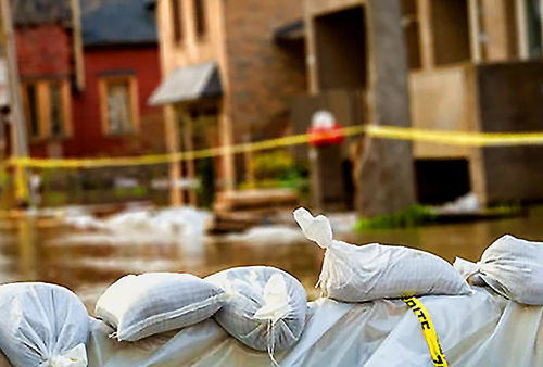 Emergency water damage repair when the flood occurs